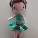 muñeca vestido verde 25 cm. 30 euros